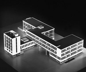 دانلود پاورپوینت باهاوس مدرسه ای که یک سبک معماری شد
